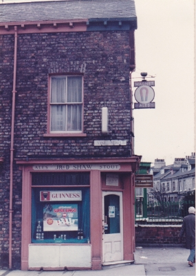 J R & D Shaw off licence