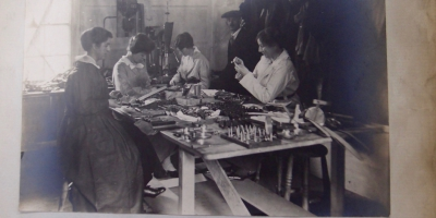 Women workers making reels for mekometers at T E Cooke's in 1916 (Courtesy Borthwick Institute)